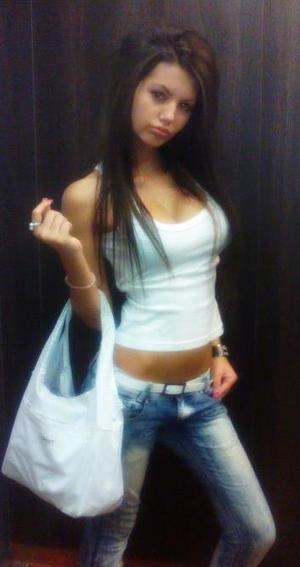 Kellee from Providence, Rhode Island is looking for adult webcam chat