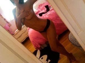 Windy from Lyndhurst, New Jersey is looking for adult webcam chat